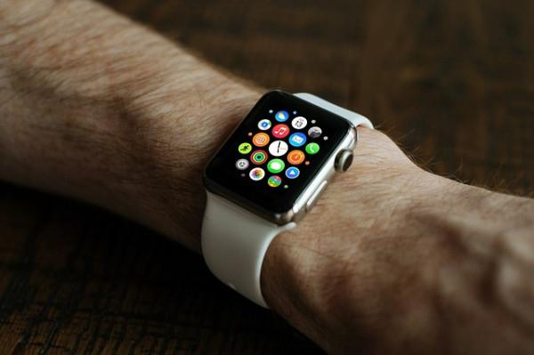Apple Watch lanceres i 2015